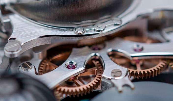 Фото   Швейцарский часовой механизм MB&F HM6