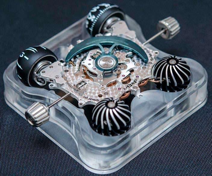 Фото   Часы из сапфира с турбийоном MB&F HM6