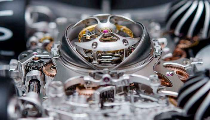 Фото   Швейцарские часы из сапфира с турбийоном MB&F HM6