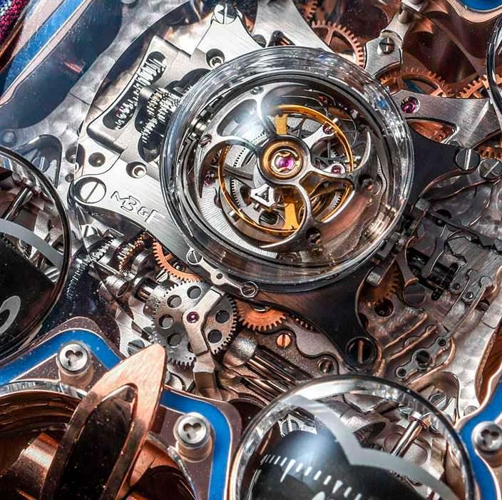 Фото   Швейцарские часы с турбийоном MB&F HM6 Sapphire