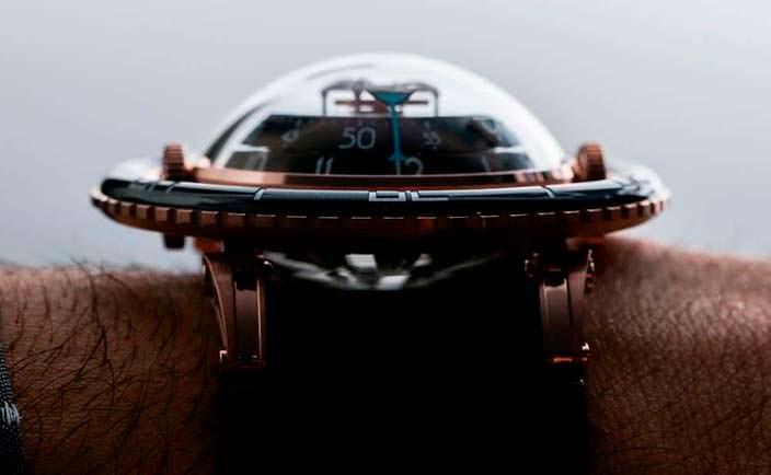 Золотые часы с турбийоном MB&F HM7 Aquapod