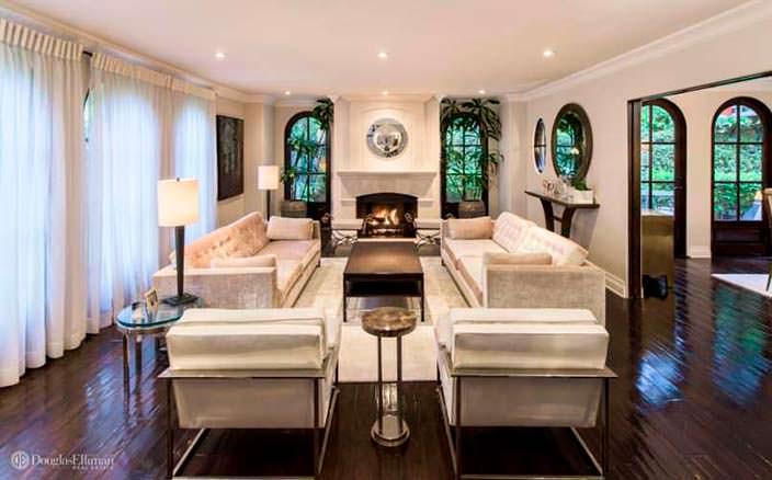Дизайн комнаты с камином в доме Ким Кардашьян