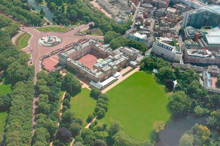 Фото   Букингемский дворец в Лондоне и королевские сады
