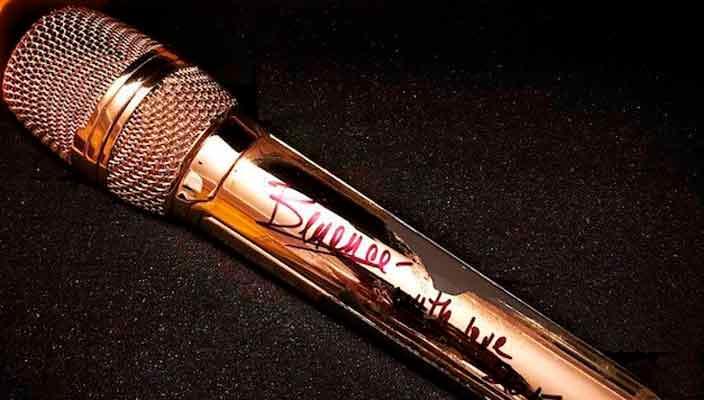Позолоченный микрофон Бейонсе продан на аукционе за $11 000