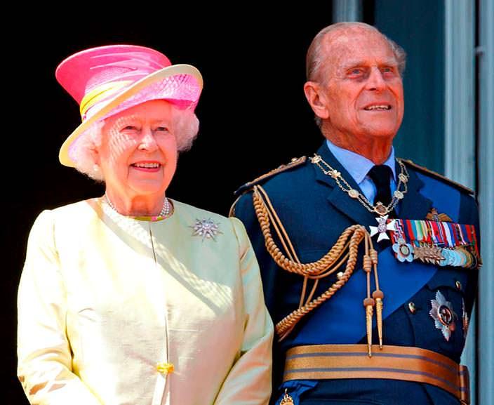Фото сейчас   Елизавета II с мужем, принцем Филиппом