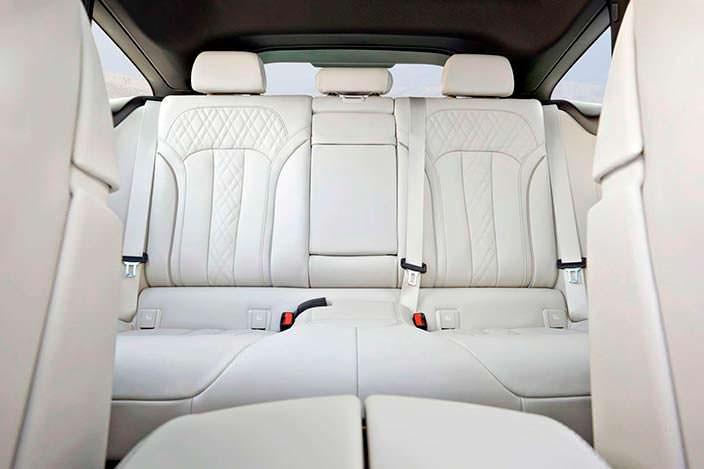 Белые сиденья BMW 6-Series Gran Turismo