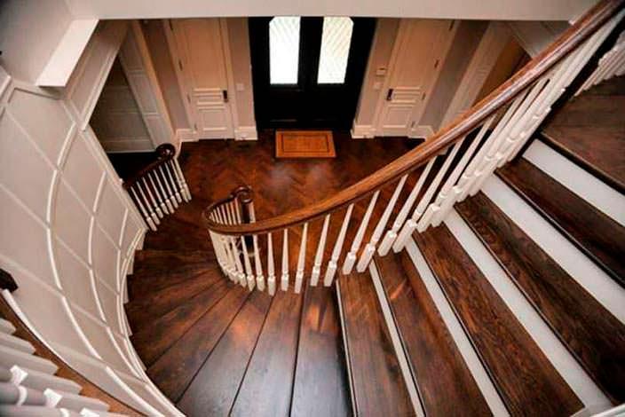 Винтовая лестница в доме Кристин Каваллари в Чикаго