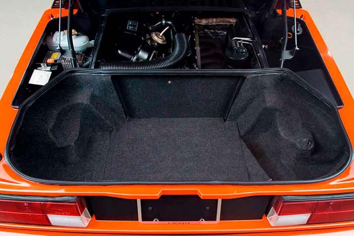 Багажник и двигатель BMW M1