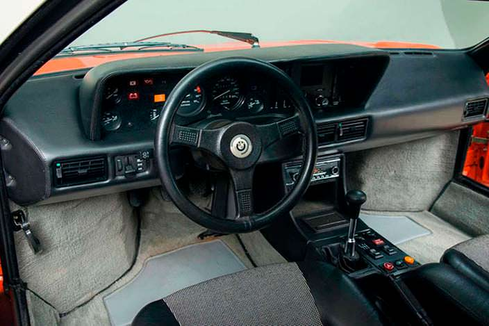 Фото салона BMW M1 1980 года выпуска