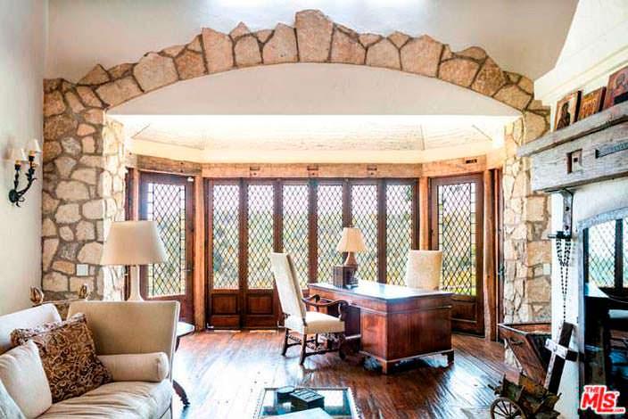 Дизайн личного кабинета Мела Гибсона в доме в Малибу