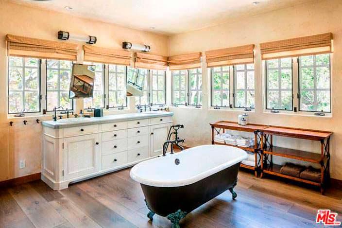 Ретро-дизайн ванной комнаты в доме Мела Гибсона
