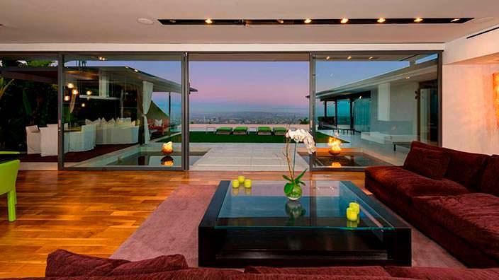 Панорама на Лос-Анджелес из гостиной дома Мэттью Перри