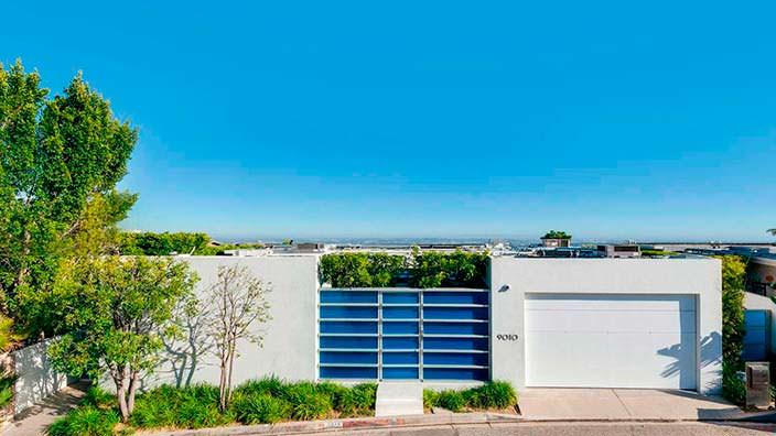 Дом с гаражом Мэттью Перри в Голливуде