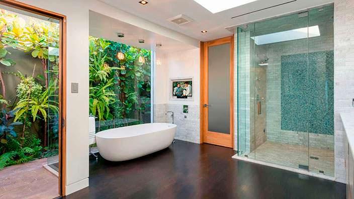 Дизайн ванной комнаты в доме Мэттью Перри