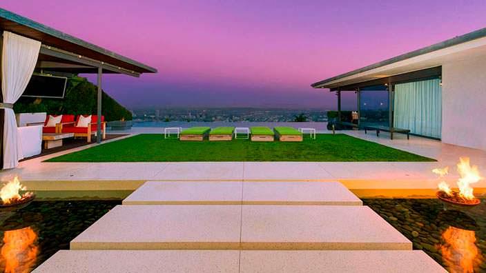 Панорамная терраса у дома Мэттью Перри в Голливуде