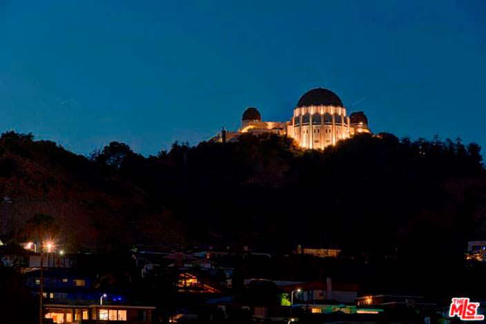 Вид на обсерваторию Гриффит из окон дома в Лос Фелис