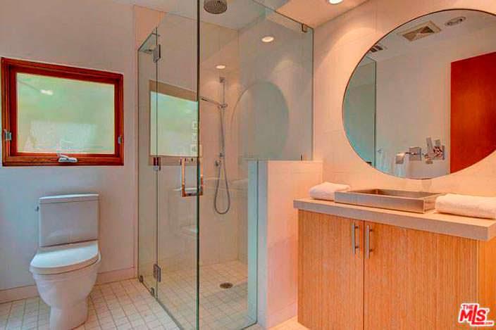 Мебель из бамбука в ванной комнате