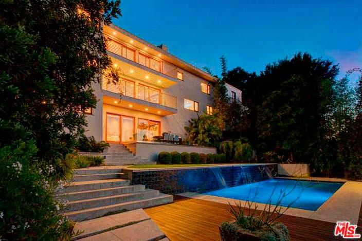 Дом с бассейном в Лос Фелис певицы Наташи Бедингфилд