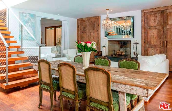 Романтический дизайн столовой в доме Памелы Андерсон