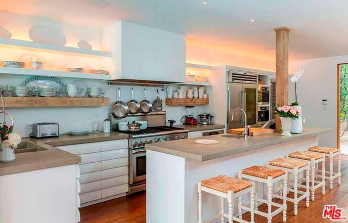 Дизайн кухни в доме Памелы Андерсон за $7,75 млн