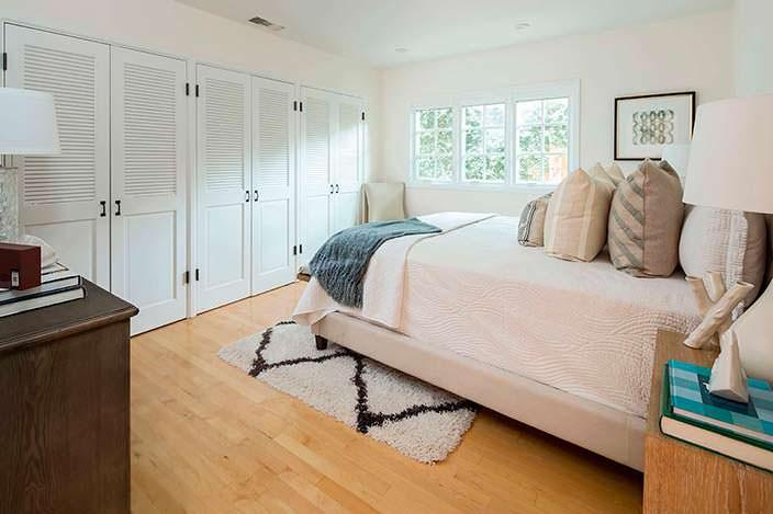Дизайн спальни в доме писателя Рэймонда Чандлера