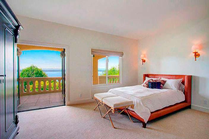 Дизайн спальни с балконом в доме диджея Райана Льюиса