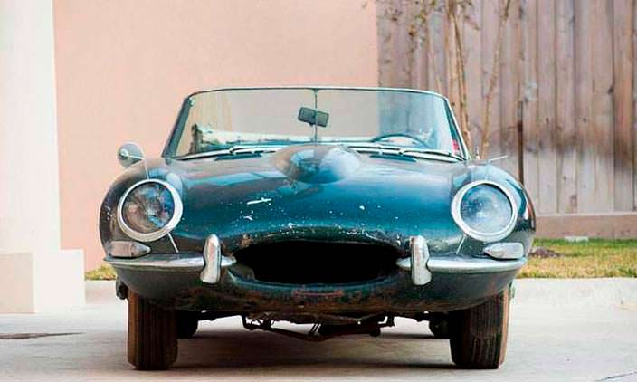 Ржавый Jaguar E-Type Roadster 1963 года