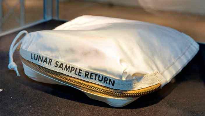 Мешок с лунной пылью экипажа «Аполлон-11» уйдет с молотка