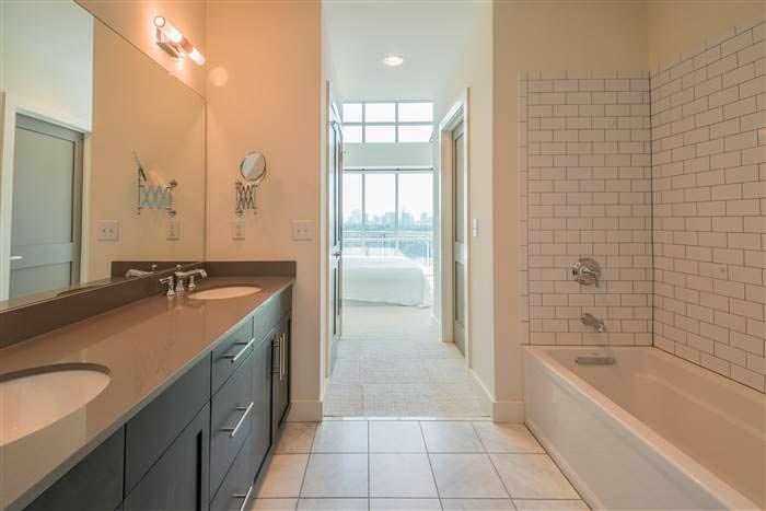 Дизайн ванной комнаты хозяйской спальни в пентхаусе