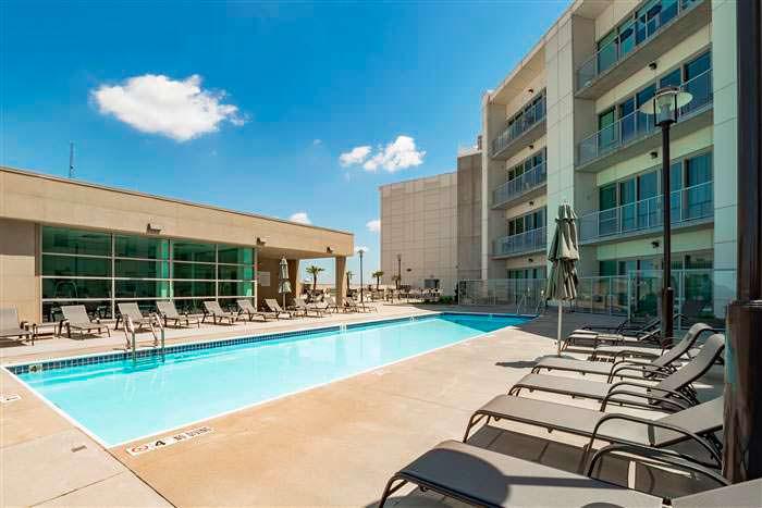 Жилой комплекс с бассейном White Provision Residences в Атланте