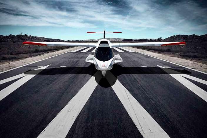 Спортивный самолет-амфибия ICON A5 на ВПП