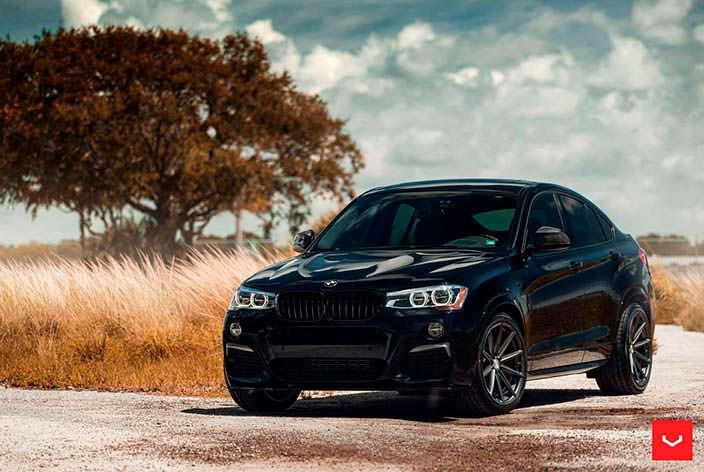 Фото | Чёрный BMW X4 M40i на графитовых дисках Vossen VFS-10