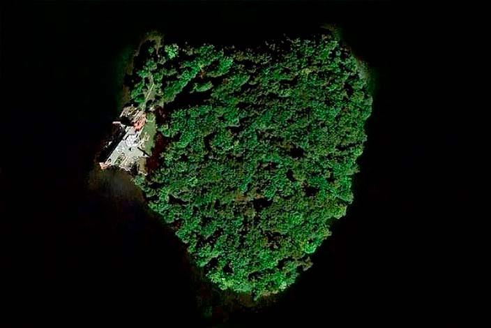 Частный остров в форме сердца на озере Махопак в США