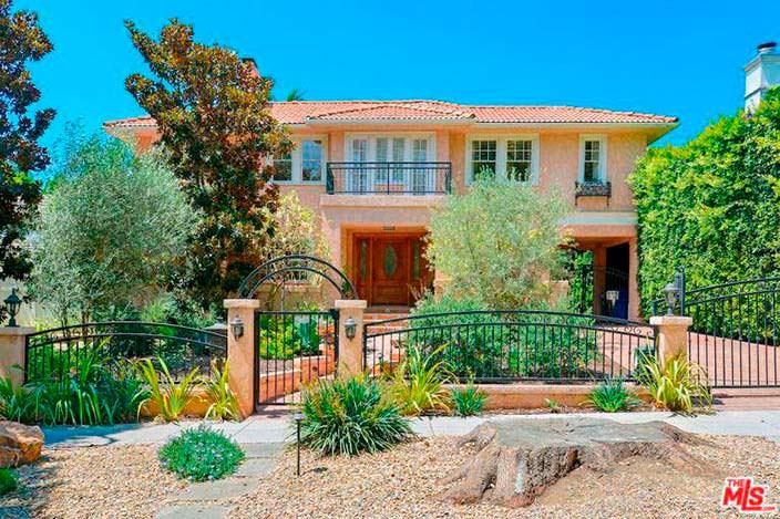 Дом Альфреда Молины в Западном Голливуде. Вид с улицы