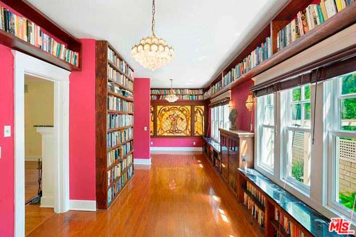 Библиотека в доме, вдохновленная Ренессансом