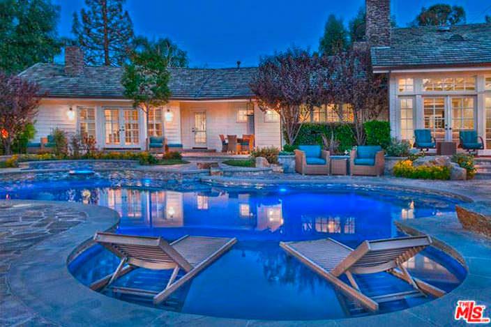 Дом с бассейном и спа Игги Азалии