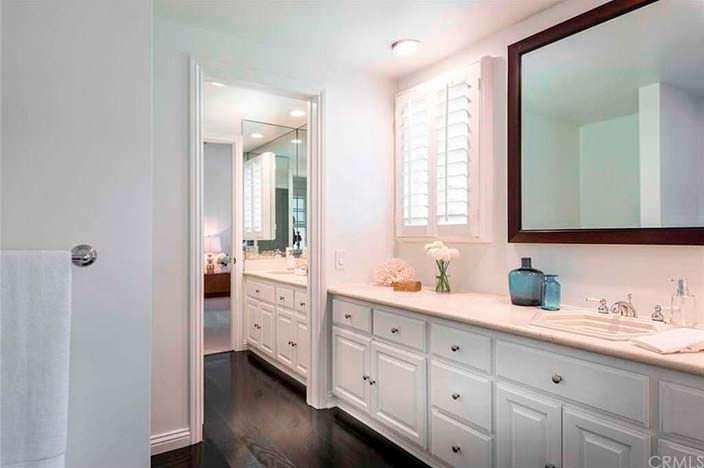Светлый дизайн ванной комнаты