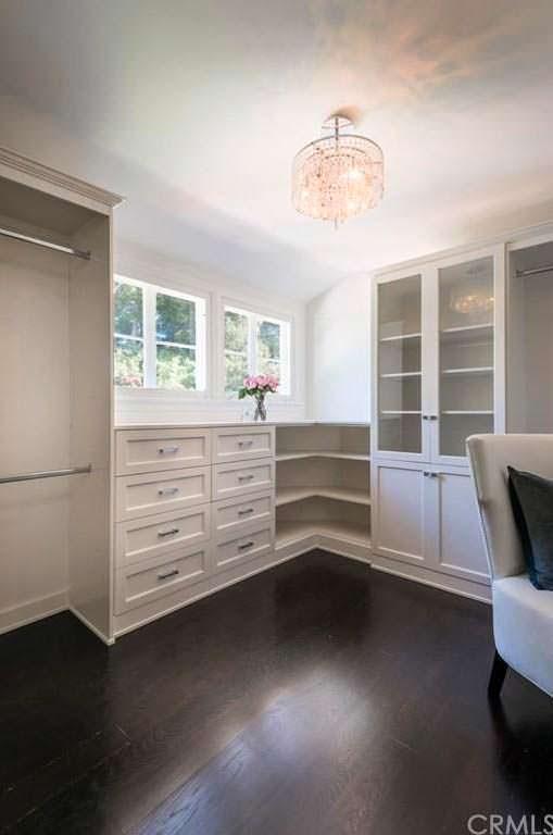 Гардеробная комната в доме в Брентвуде, Калифорния
