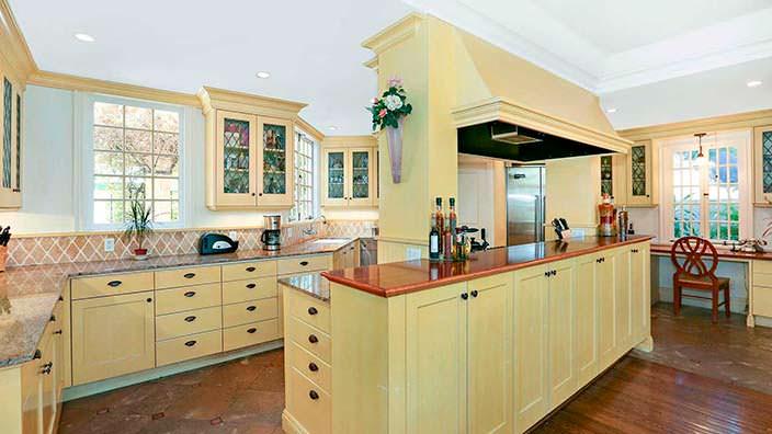 Профессиональная кухня в старом доме