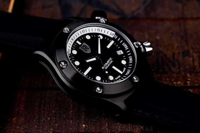 Rebel AquaFin: дайверские часы с люминесцентным покрытием
