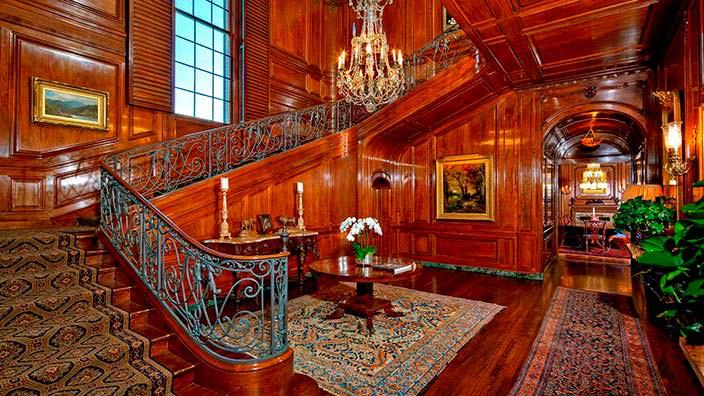 Деревянные панели в дизайне интерьера поместья Owlwood Estate