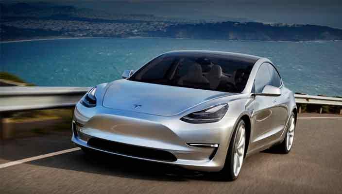 Топовая Tesla Model 3 стоит почти как начальная BMW X6