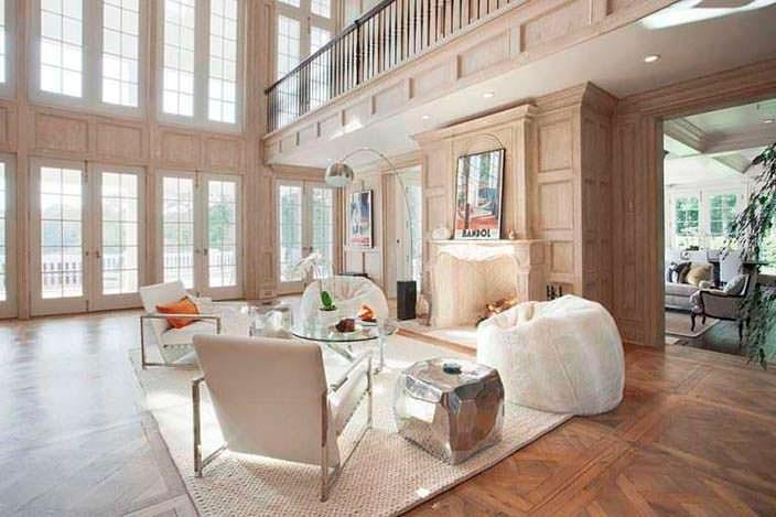 Дизайн интерьера зала в светлых тонах