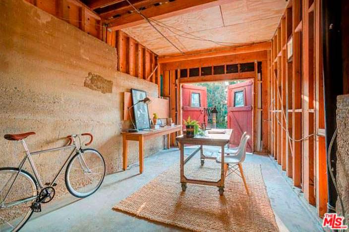 Гараж-студия в доме Джеймса Франко