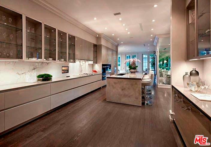 Кухня шеф-повара в доме в Беверли-Хиллз за $25 млн