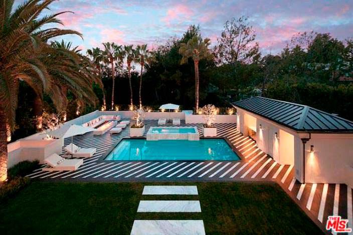 Бассейн и спа у дома Флойда Мейвезера в Калифорнии
