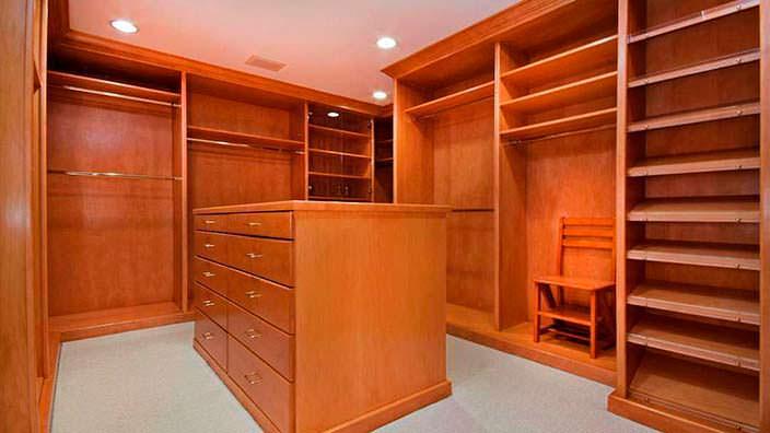 Гардеробная комната в классическом ранчо Джеки Коллинз