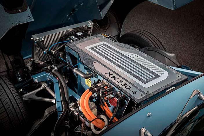 Электродвигатель XK330-4 под капотом Jaguar E-Type Zero