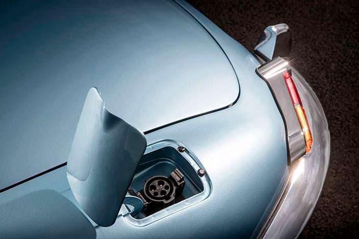Jaguar E-Type Zero: порт зарядки вместо горловины бака