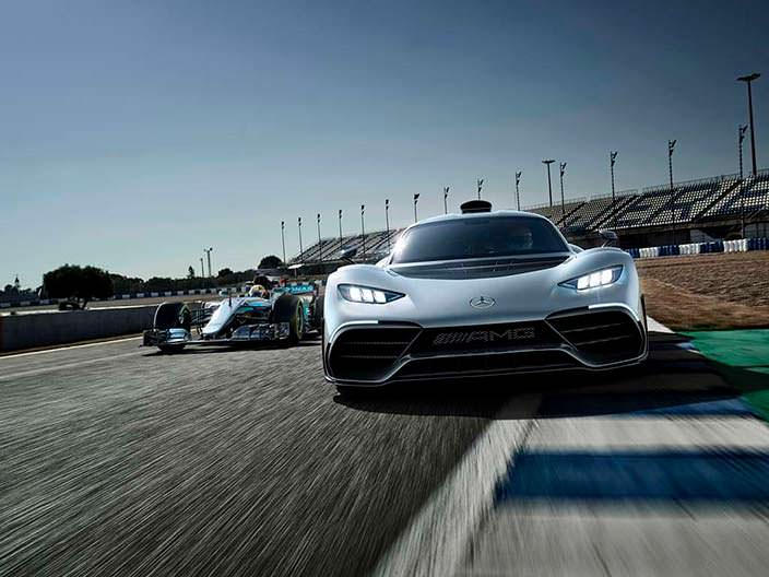 Суперкар Mercedes-AMG Project One и болид W08 F1